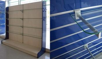 ARREDO FARMACIA Espositore pannelli dogati attrezzabili e modulabili con ripiani in vetro - Riganelli Arredamenti