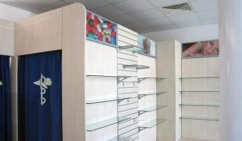ARREDO FARMACIA Parete attrezzabile e modulabile per esposizione prodotti e cabina prova - Riganelli Arredamenti