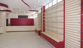 FARMACIA Arredamento completo espositori a parete cassettiera e banco vendita rosso - Riganelli Negozi
