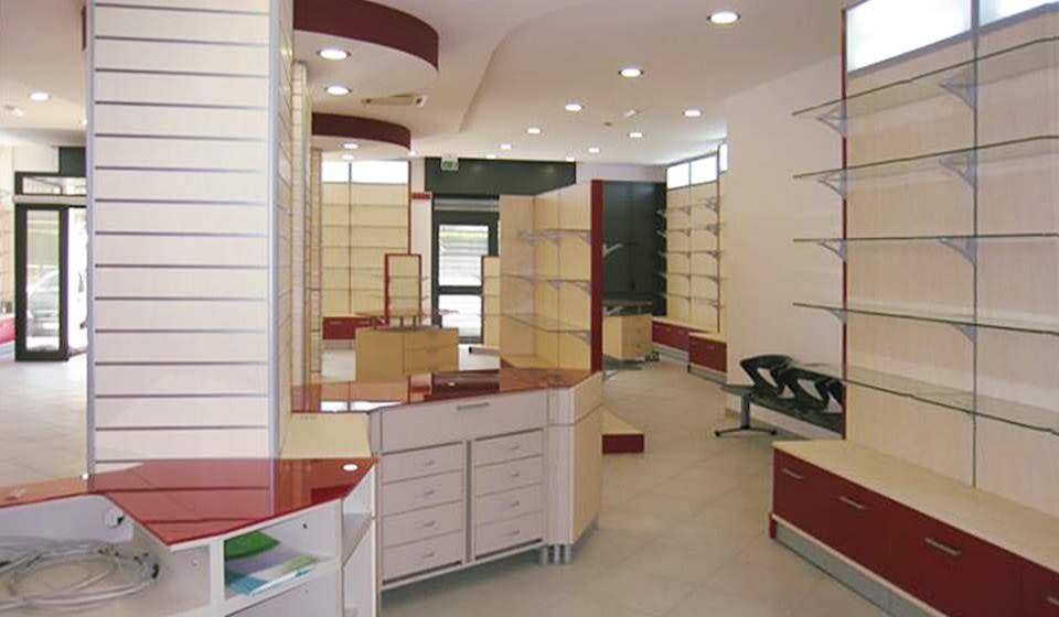 FARMACIA Cassettiera e ripiani in vetro esposizione prodotti - Riganelli Arredamenti