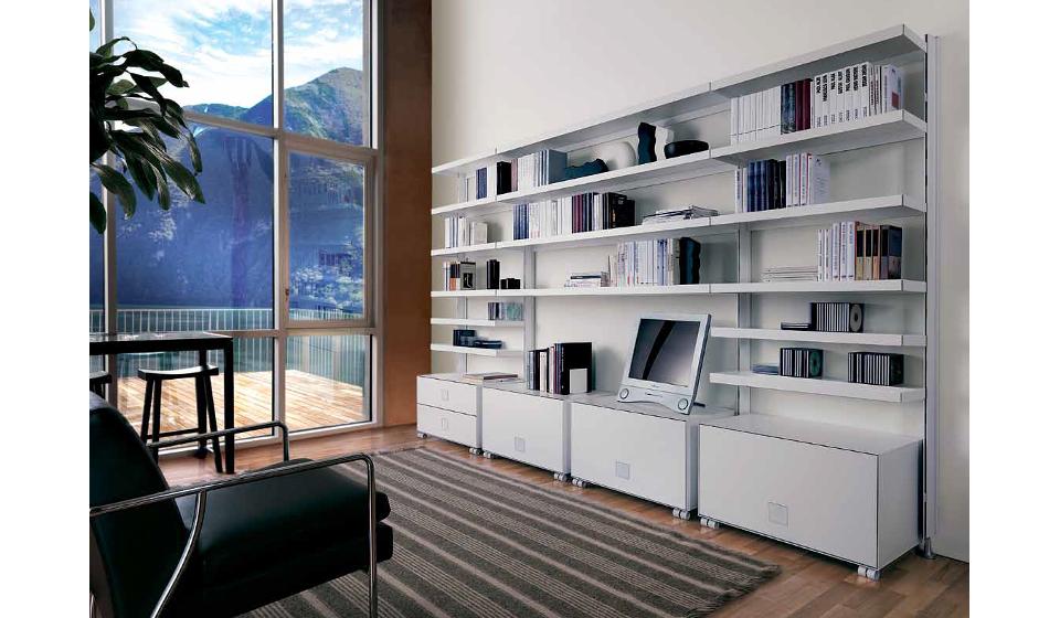 Libreria a muro con mobiletti cassettiere