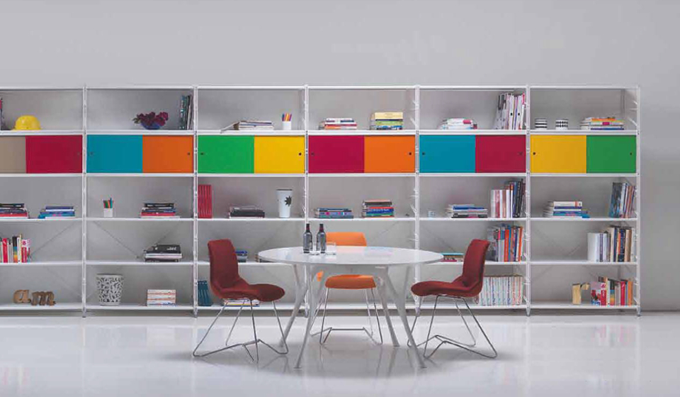 Libreria metallica Socrate con ante scorrevoli colorate