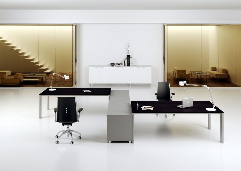 Minimax scrivania multipostazione con mobili di servizio
