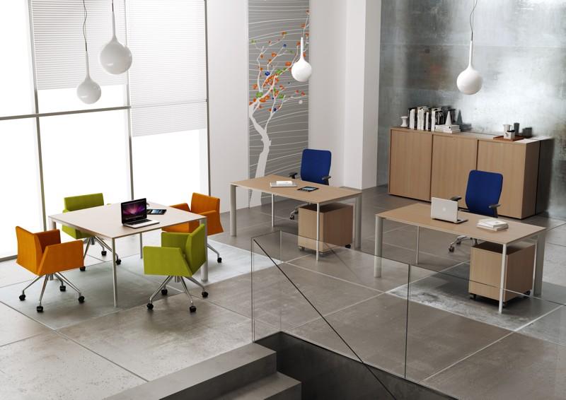 ONLINE3 scrivania operativa e tavolo riunioni
