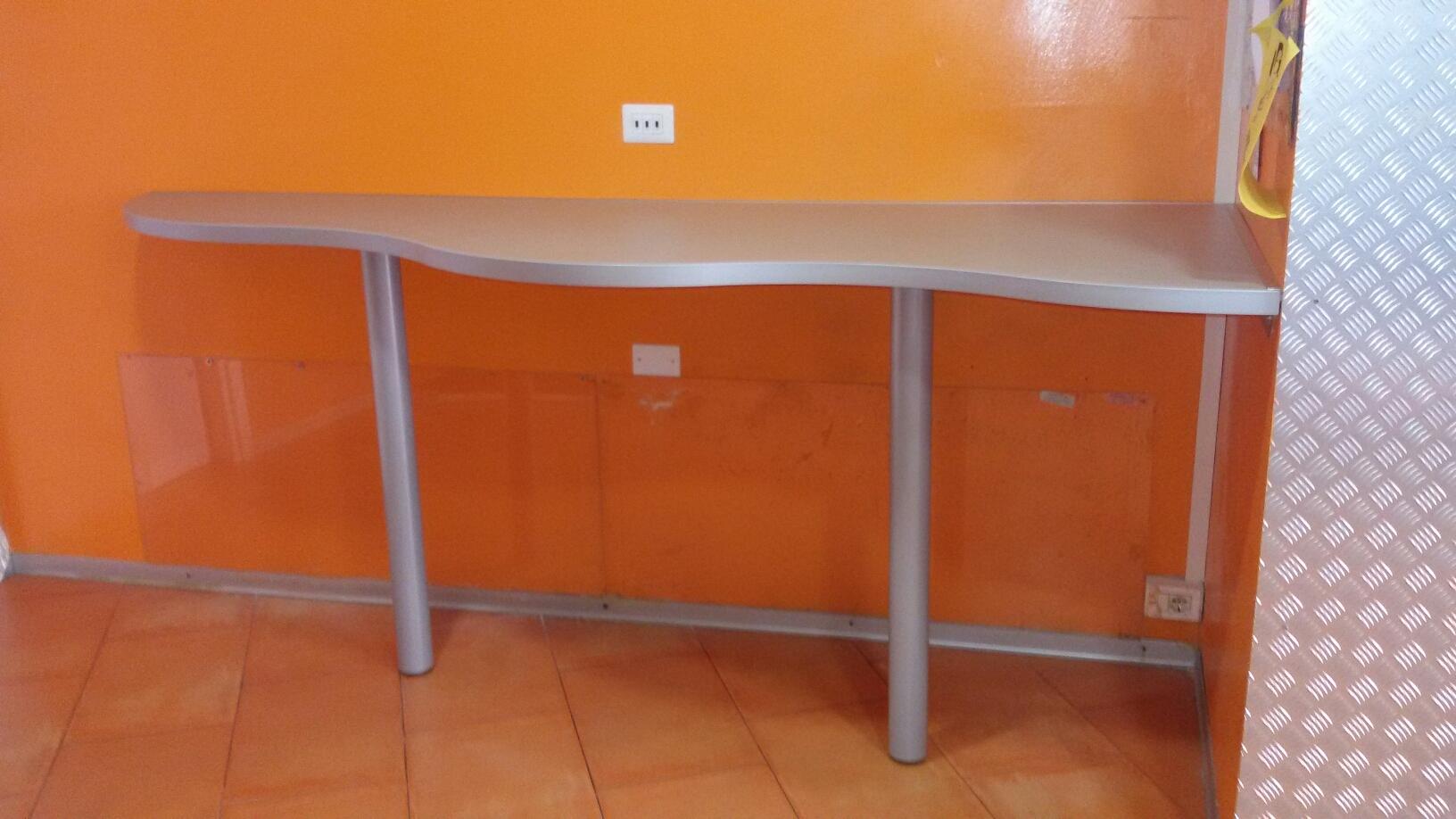 Realizzazione tavolo penisola - Riganelli Arredamenti