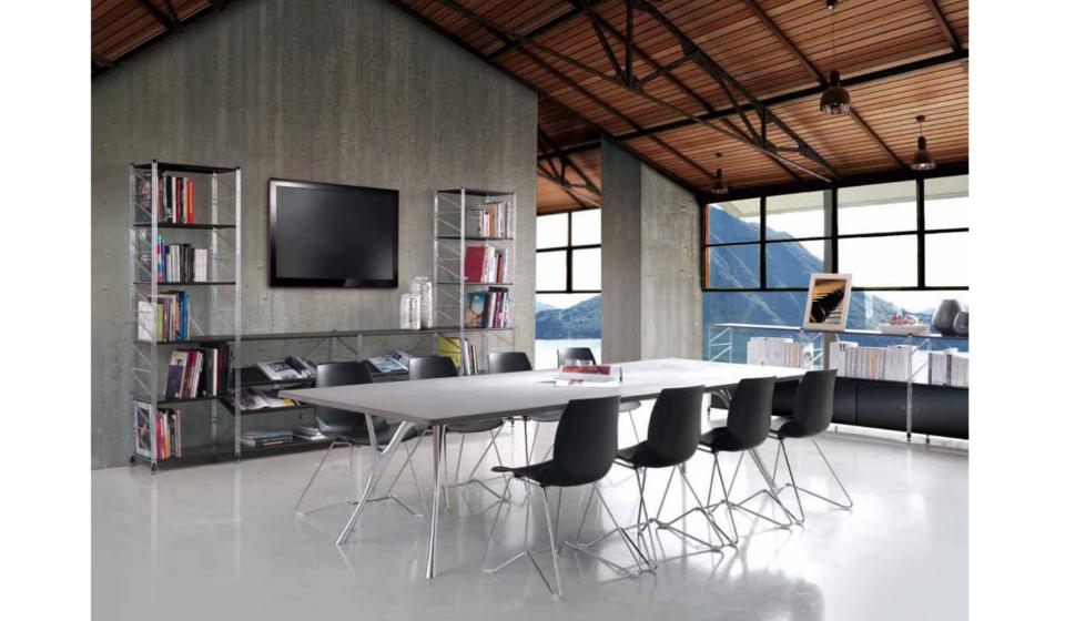 Scaffale metallico con spazio per tv a muro per soggiorno o sala riunione conferenze