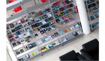 Scaffale per biblioteca e videoteca