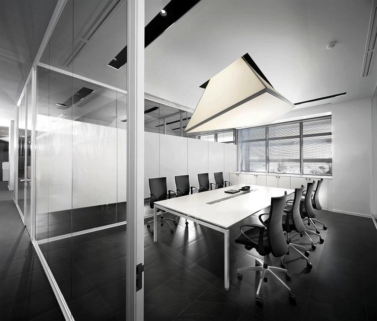 Unica-parete-divisoria-in-vetro-per-uffici-Riganelli-Arredamenti-1