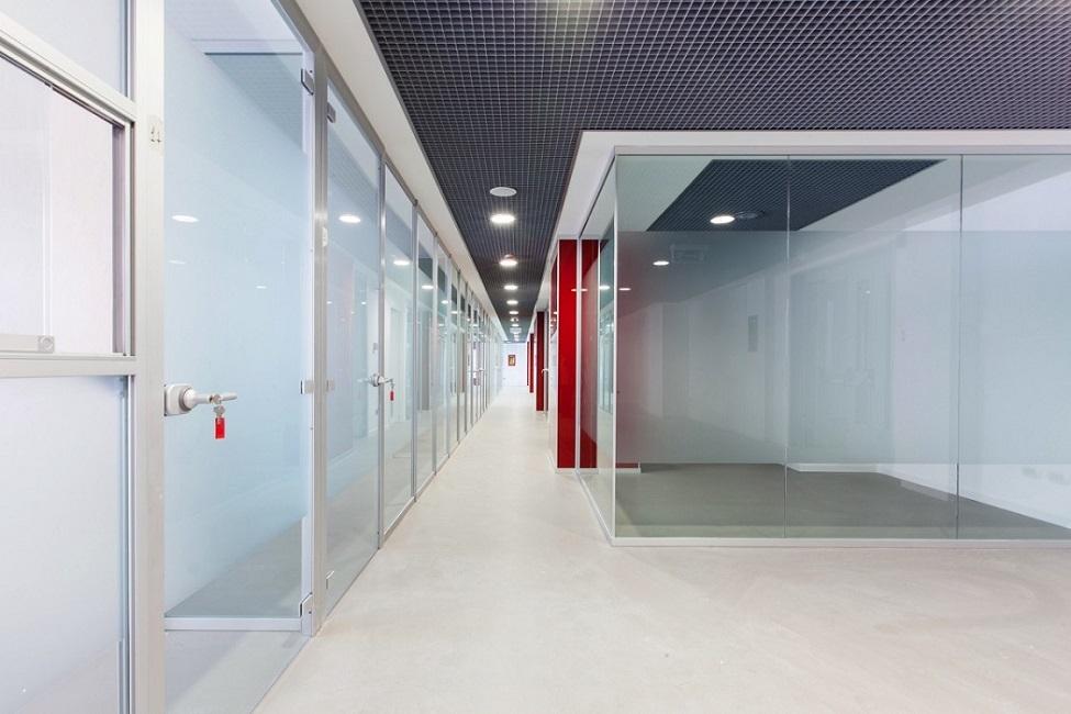 Unica-parete-divisoria-per-uffici-in-vetro-Riganelli-Arredamenti-1