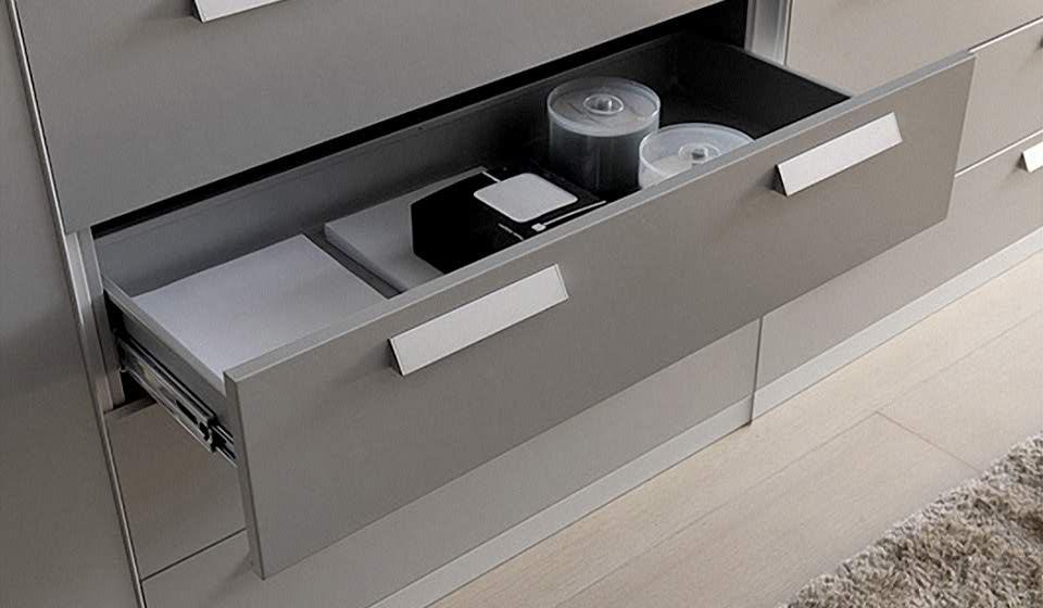 dettaglio cassettiera in metallo - riganelli