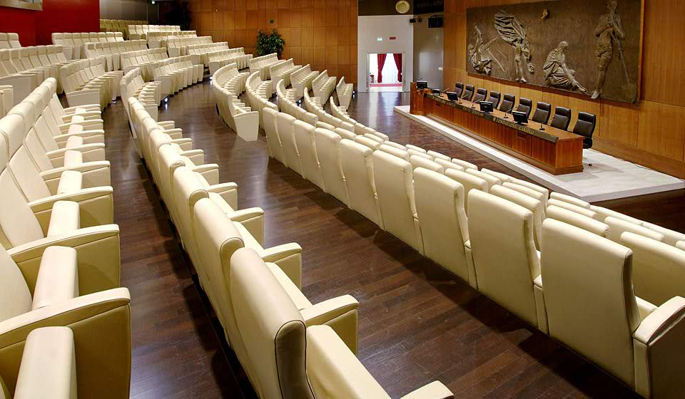 Prime sedute con sedile richiudibile per aula conferenza congressi auditorium - riganelli
