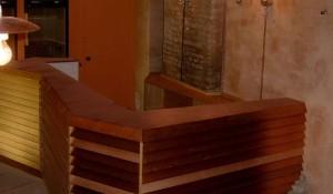 realizzazione bancone cassa in legno per enoteca - riganelli
