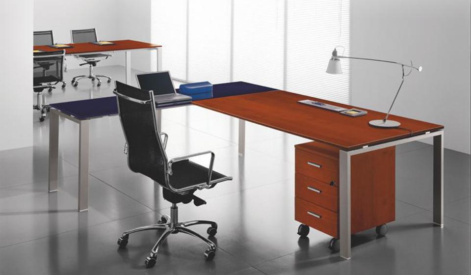 Glider Bralco scrivania operativa piano in legno e vetro