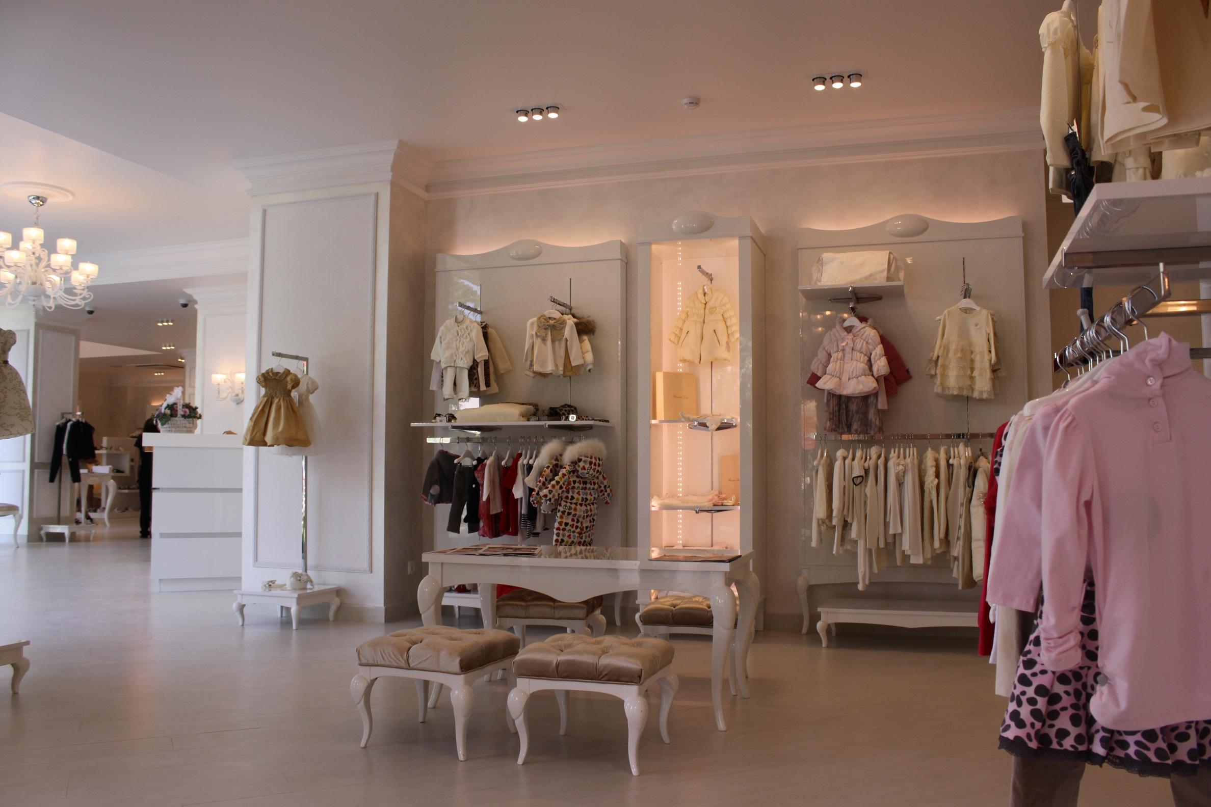 Arredamenti negozi milano best arredamento negozi ottica for Negozi arredamento milano economici
