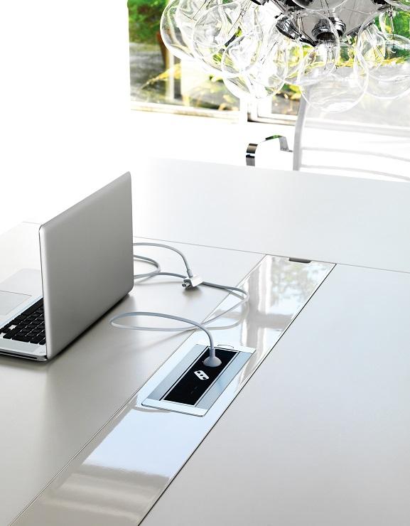 scrivania accessoriata con passacavi wing - riganell
