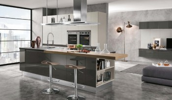 Cucina Linea colore grigio scuro lucido