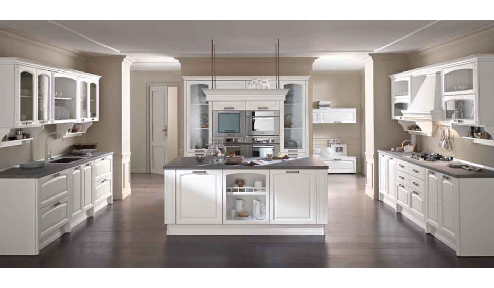 Cucina classica colore bianco con piano top in marmo