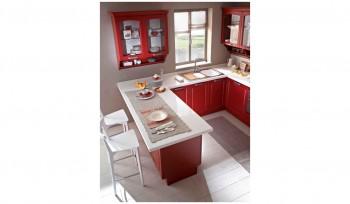 Cucina classica laccata rosso con top bianco lucido in corian