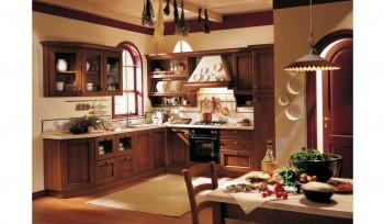 Cucina con ante a cornice e vetro trasparente design classico