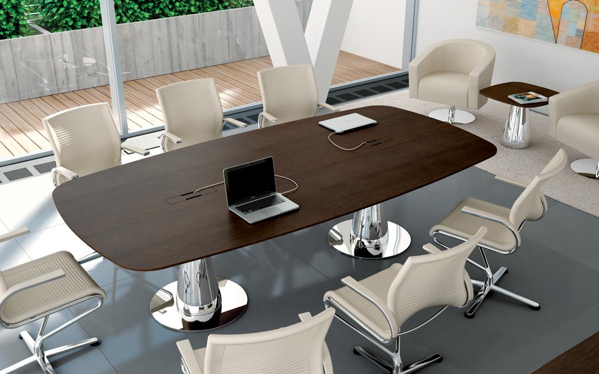 METAR tavolo riunioni con struttura cromata conica e piano con feritoie per cavi elettrici