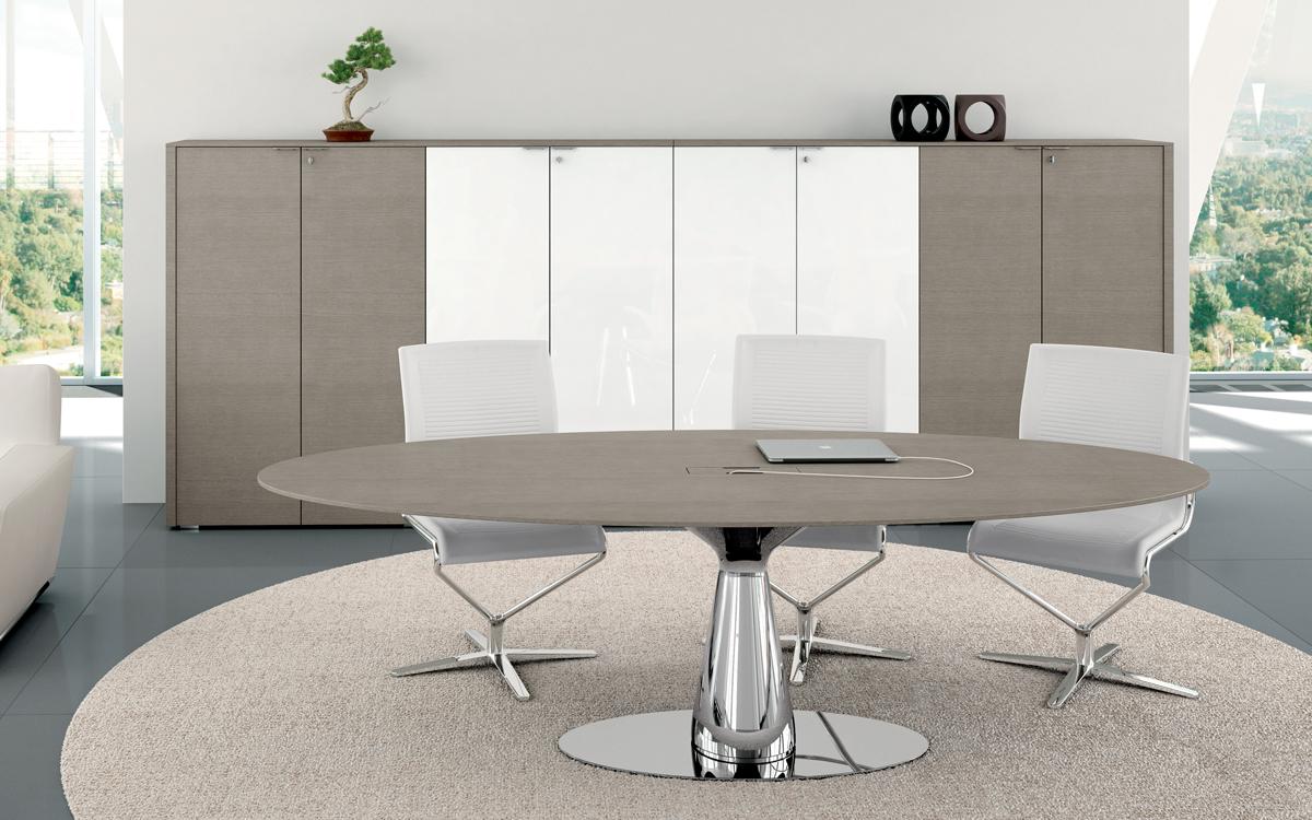 METAR tavolo riunioni con struttura cromata e piano canalizzato