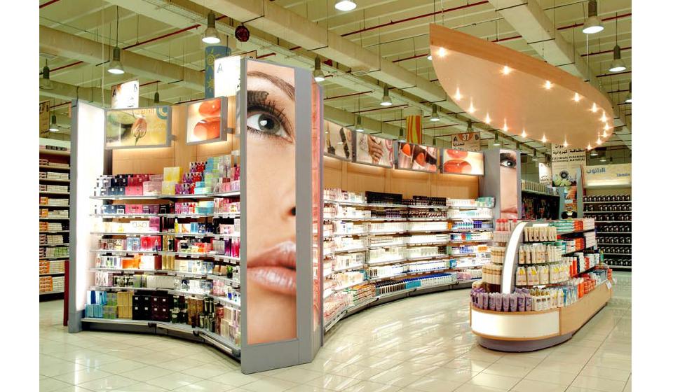 Arredamento per negozio articoli parrucchieria cosmetica e profumeria