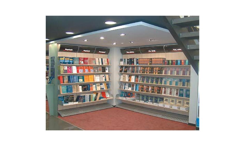 Scaffalatura a muro o centro stanza per libri