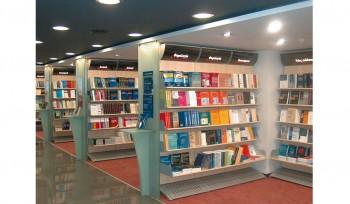 Scaffale per libreria e negozio cartoleria con segnaletica personalizzabile