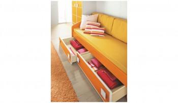 Arredamento cameretta letto con cassettoni
