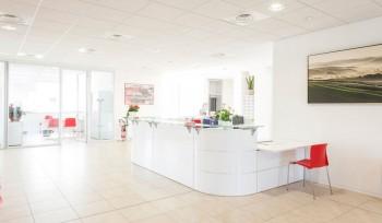 Accettazione reception bianco lucido nuova sede CGIL Macerata