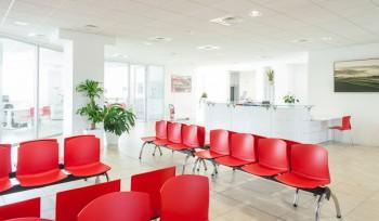 Bancone reception ed attesa Cigil macerata nuova sede piediripa