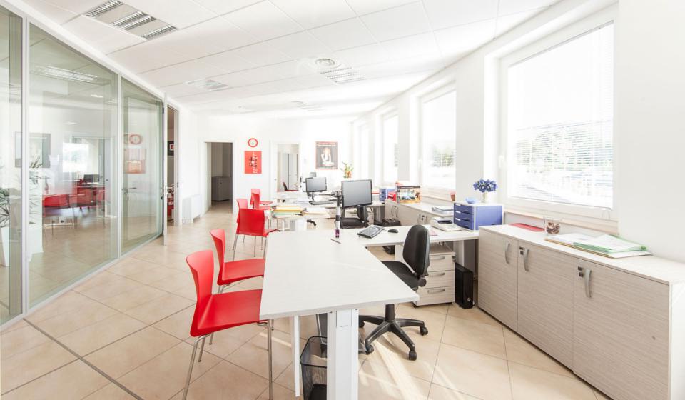 Realizzazione di arredamento per ufficio operativo nella nuova sede CGIL di Macerata
