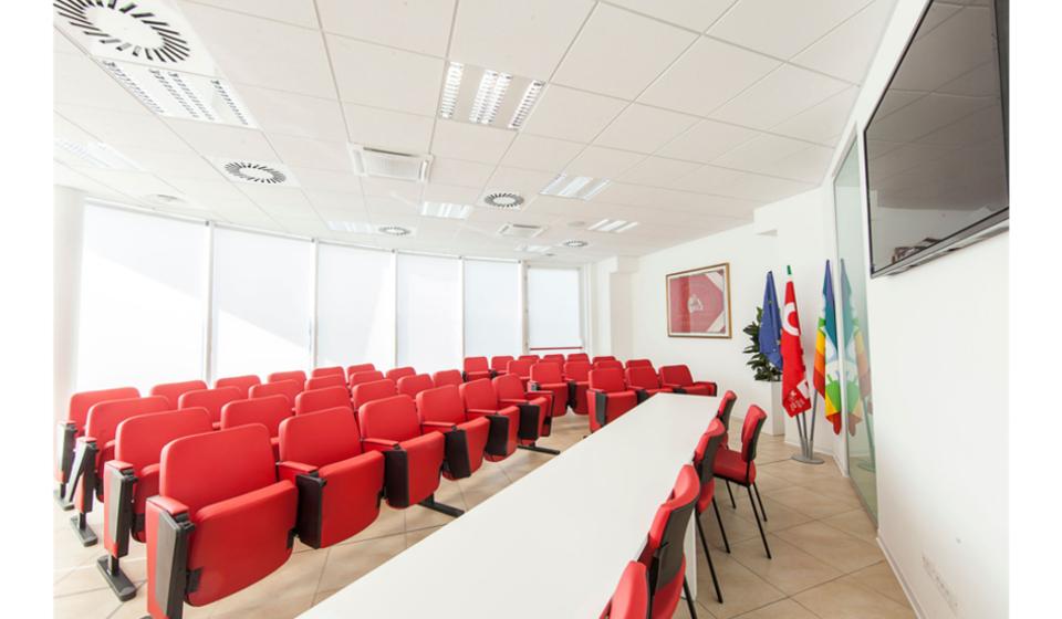 Sala riunioni e conferenze della nuova sede CGIL di Macerata