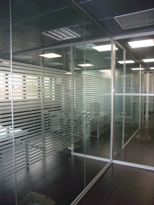 pareti-monolitiche-in-vetro-divisorie-e-attrezzate-riganelli