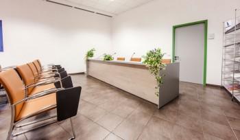 Banco relatori per sala riunioni e conferenze Istituto Zooprofilattico nuova sede Tolentino