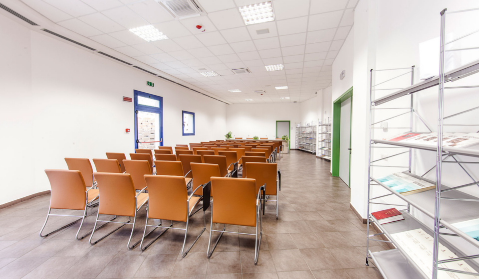 Progettazione e realizzazione sala conferenze Macerata nuova sede Istituto Zooprofilattico
