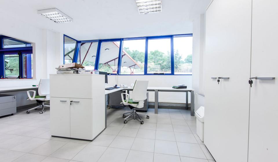 Riganelli mobili per ufficio operativo multipostazione