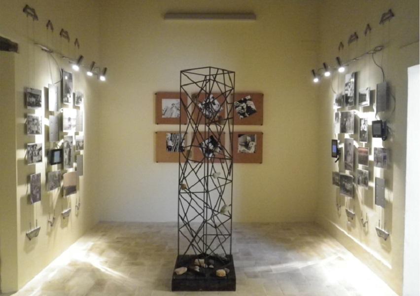 Espositori-su-cavi-per-galleria-darte-e-museo