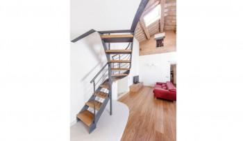 realizzazione scala sagomata per appartamentoa per appartamento