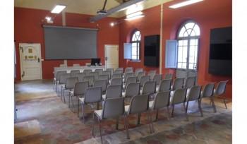Sedie per sala conferenze museo e galleria