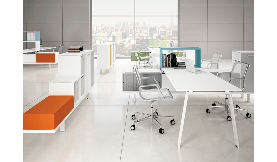 Arredo per ufficio operativo di design e colorato