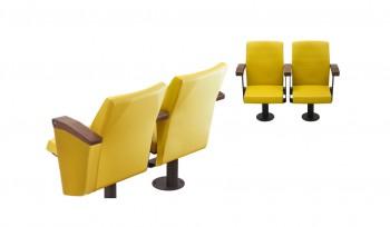 Poltrona imbottita per sala conferenze con braccioli in legno