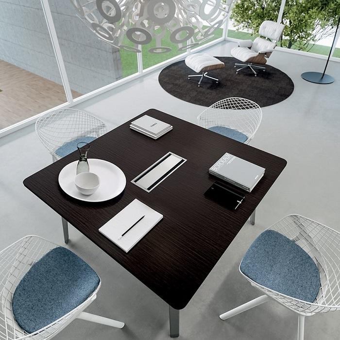 Tavolo-riunione-quadrato-E-place-Riganelli-Arredamenti