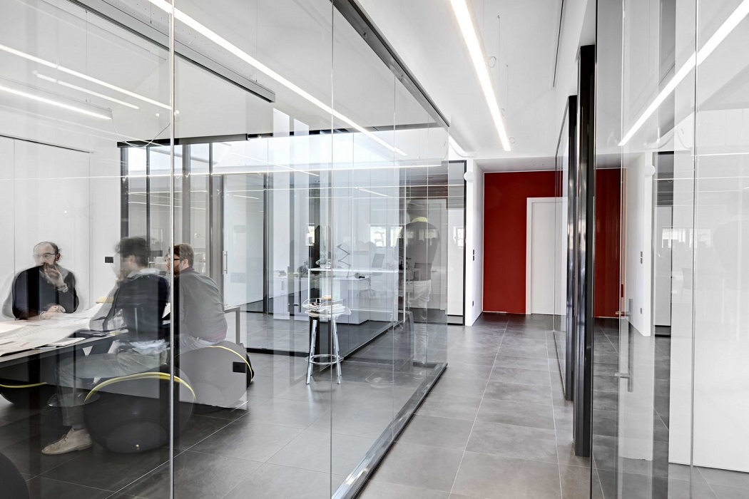 parete-profilo-nero-doppio-vetro-riganelli-uffici