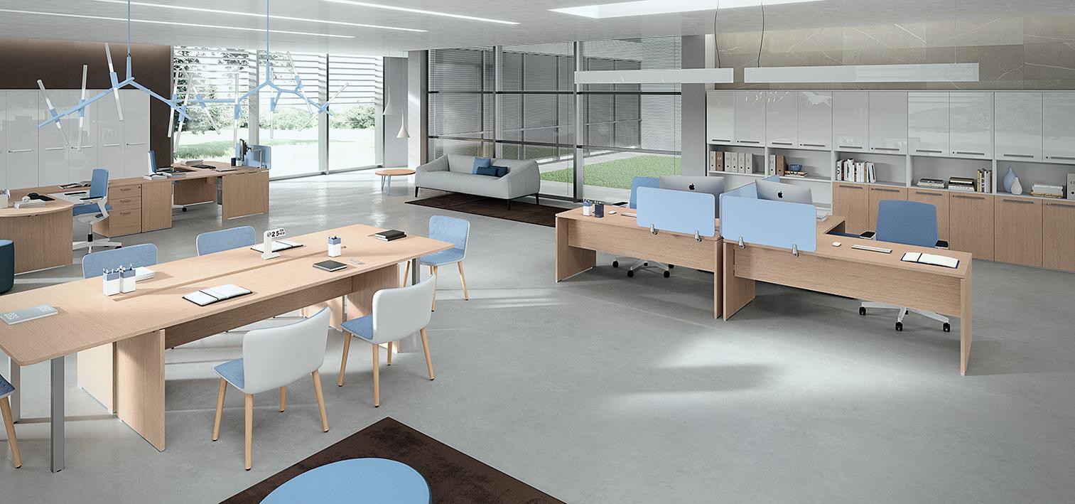 Ufficio openspace operativo con tavolo riunioni