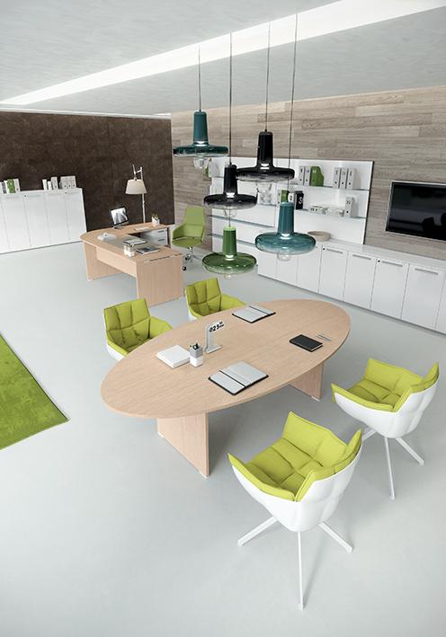 Ufficio operativo open space con tavolo riunioni