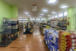 Scaffalatura-negozio-animali