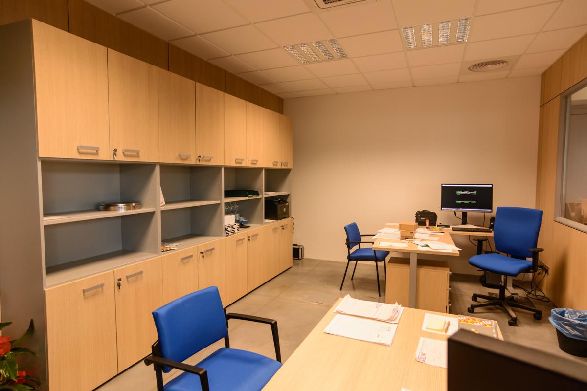 Armadio contenitore per ufficio h 230 cm