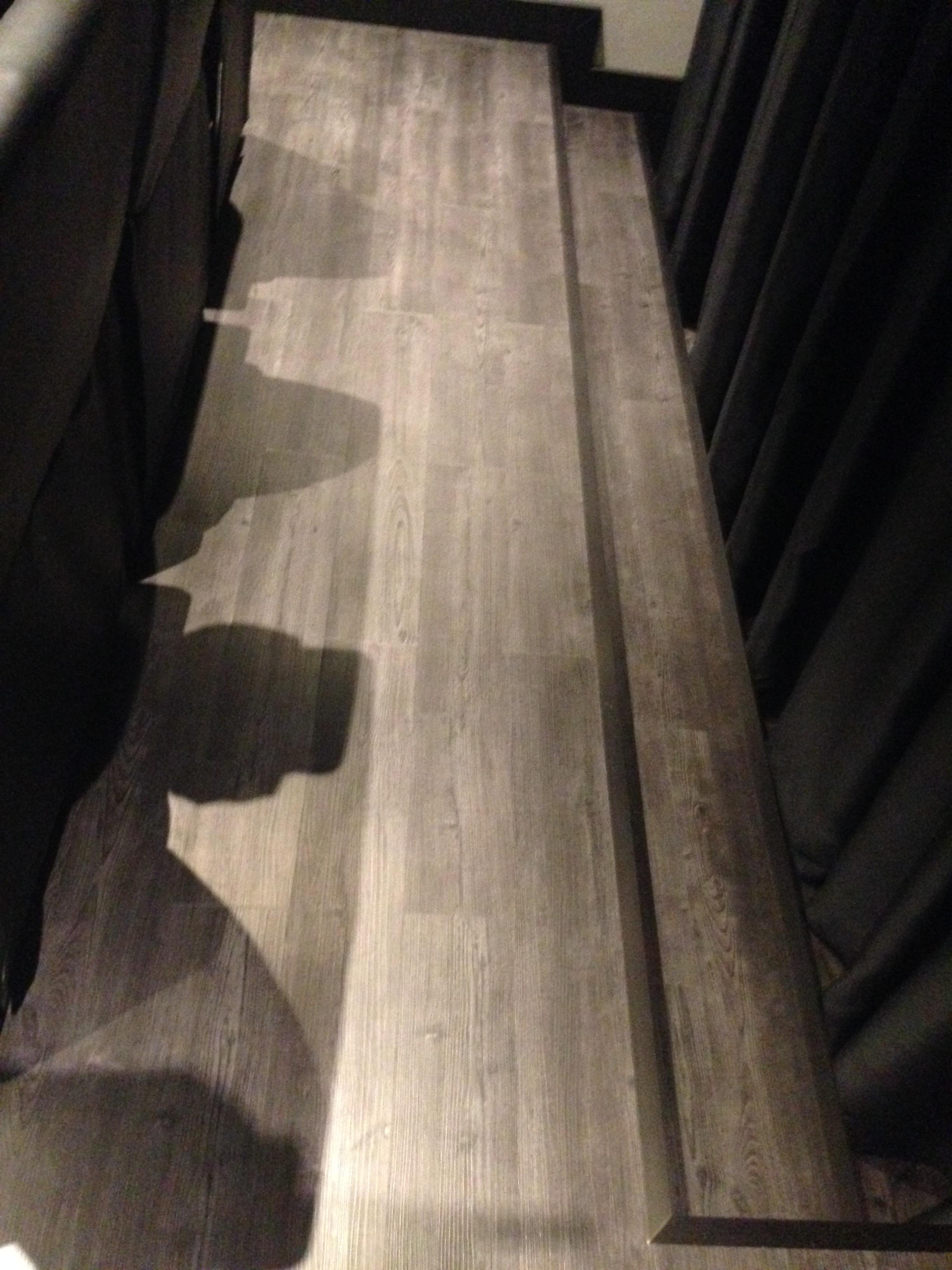 Pavimento ad incastro effetto legno