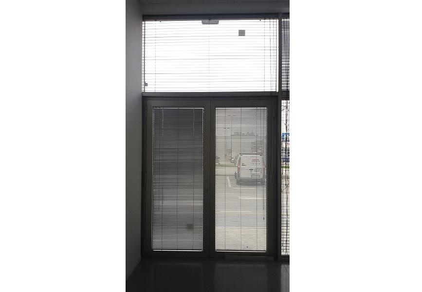 Tenda-tecnica-veneziana-per-ufficio-Riganelli-Arredamenti